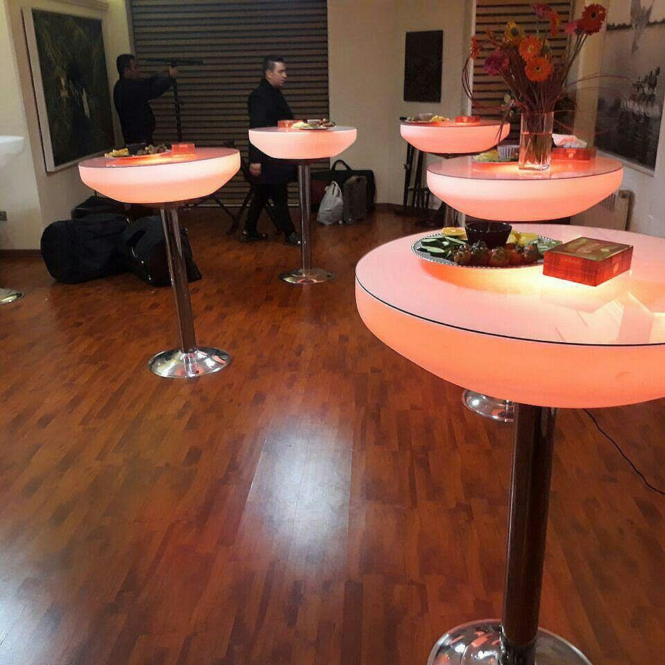 میز ال ای دی پایه استیل 1